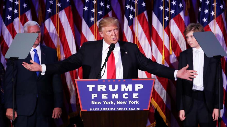 El presidente electo de EE.UU., Donald Trump, ofrece discurso ante sus seguidores en su sede electoral en Nueva York tras ganar las elecciones presidenciales, 9 de noviembre de 2016.