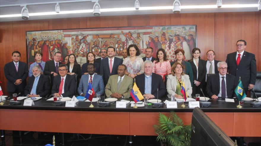 Embajadores de América Latina y el Caribe en México en un encuentro mantenido en el Senado mexicano, 22 de febrero de 2017.