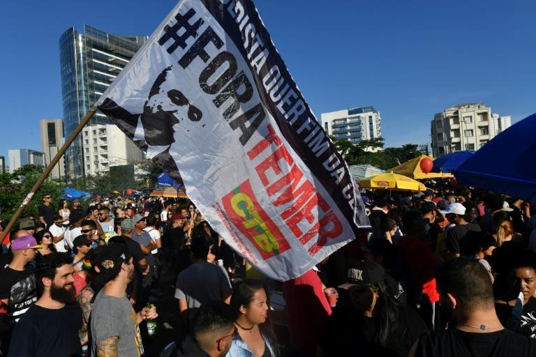Manifestantes contra las reformas laborales y sobre la seguridad del gobierno de Michel Temer en Sao Paulo, Brasil, el 4 de junio de 2017 AFP / Nelson almeida
