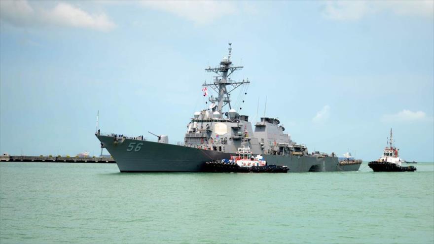 Un buque de destructor de EE.UU. chocó contra un barco petrolero