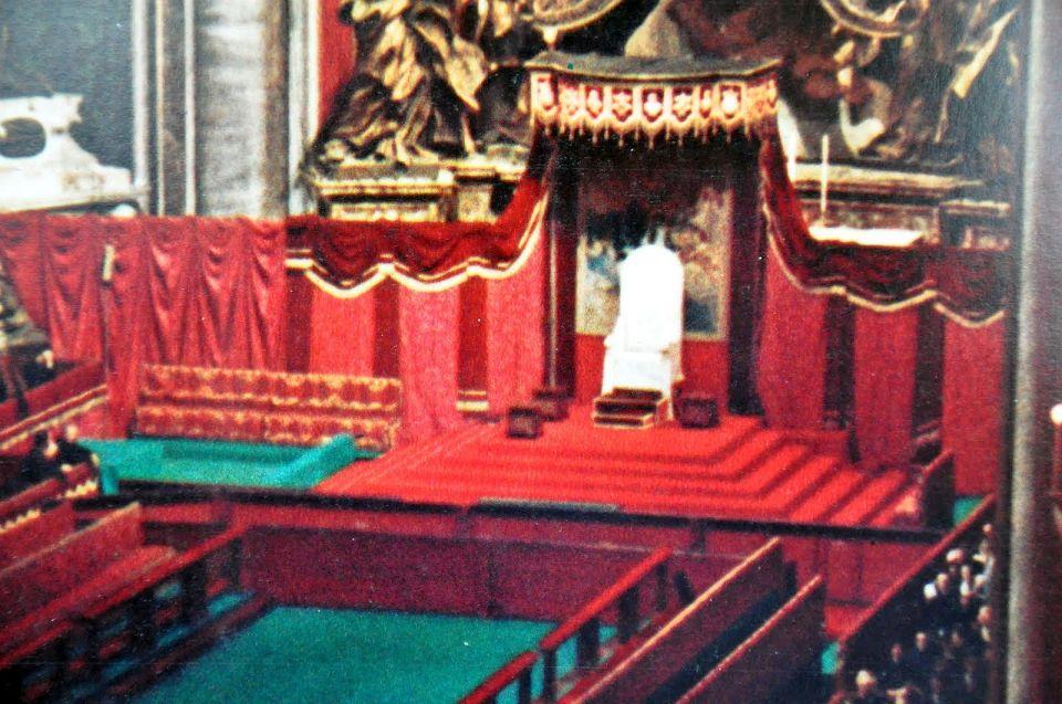 papal throne empty