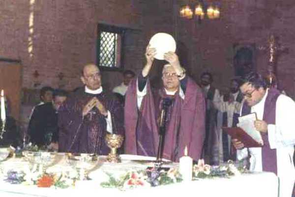 Novus Ordo Missae: «impressionante allonta¬namento dalla teologia cattolica»