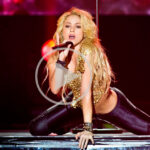 Shakira – Loca (Live From Paris)