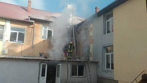 incendiu-scoala-sambateni-3