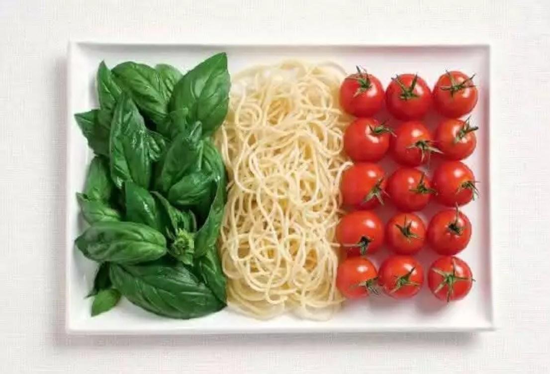 bandeira da italia feita de comida