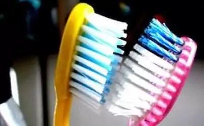 juntar-escovas-de-dentes