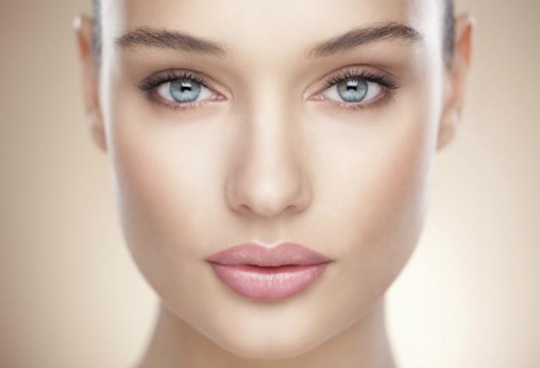 Как наносить хайлайтер на лицо? Какие выделяют хайлайтеры?