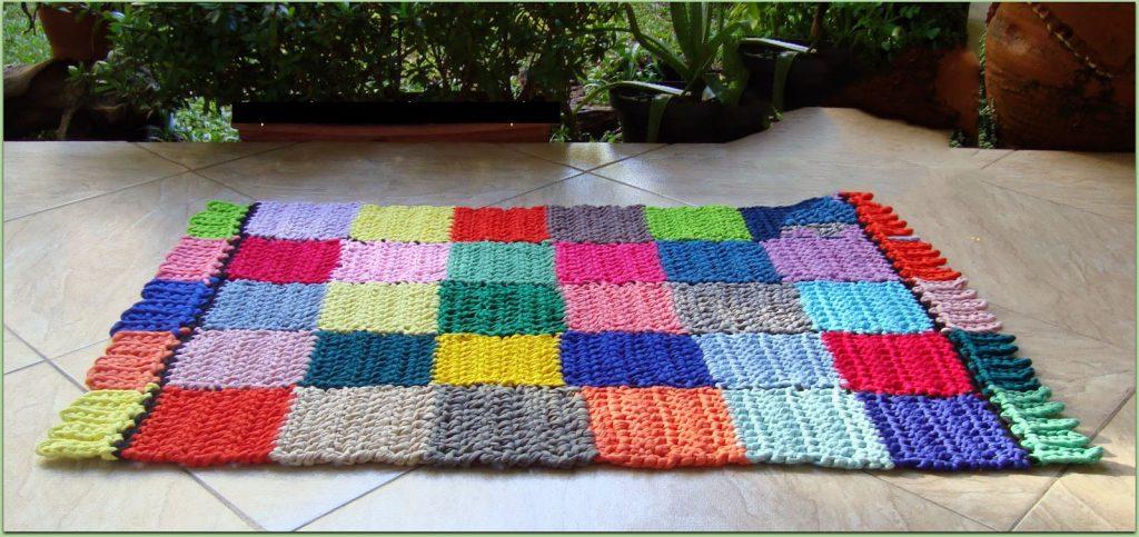 Фото коврик связанный крючком и отдельными квадратами