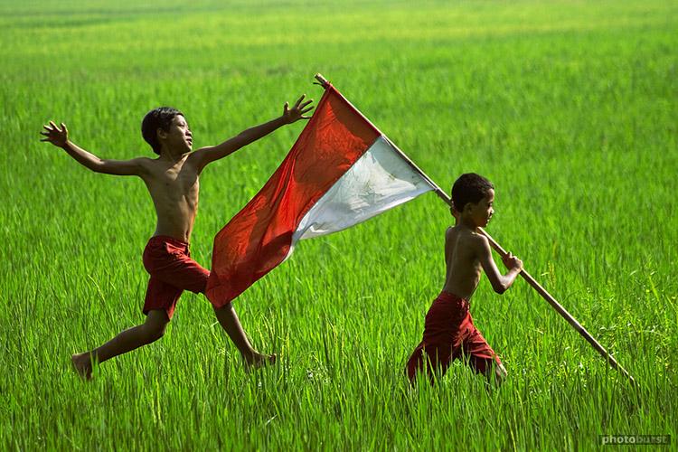Makalah Pemberdayaan Masyarakat Pemberdayaan Masyarakat Pengertian Proses Tujuan Our Flag Banten Indonesia Canon 30d Tamron 70 300mm Aditya Wardhana