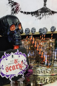 Easy DIY Halloween Decorations - Less than $10 to make!