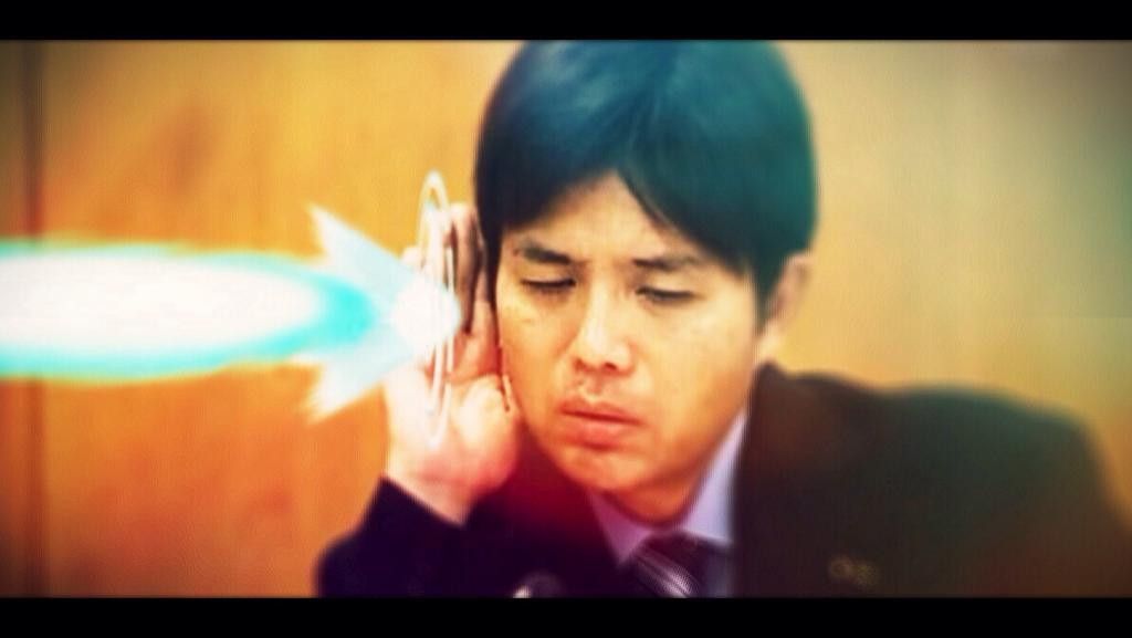 Ryutaro Nonomura (野々村 竜太郎), the crying politician and his internet fame : I can't hear you. Light coming out of his ears