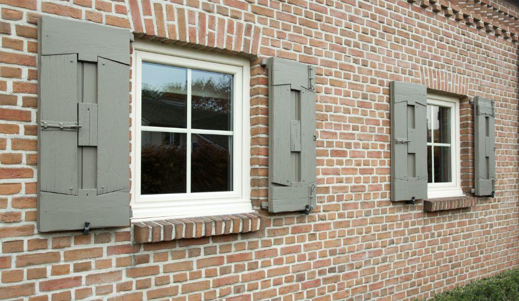 Deur + ramen hout Materiaal Meranti hout (ramen) \ Thermowood (deur