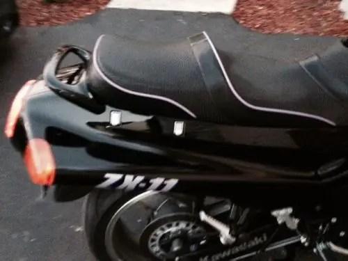 1992 Kawasaki ZX-11 Seat Detail