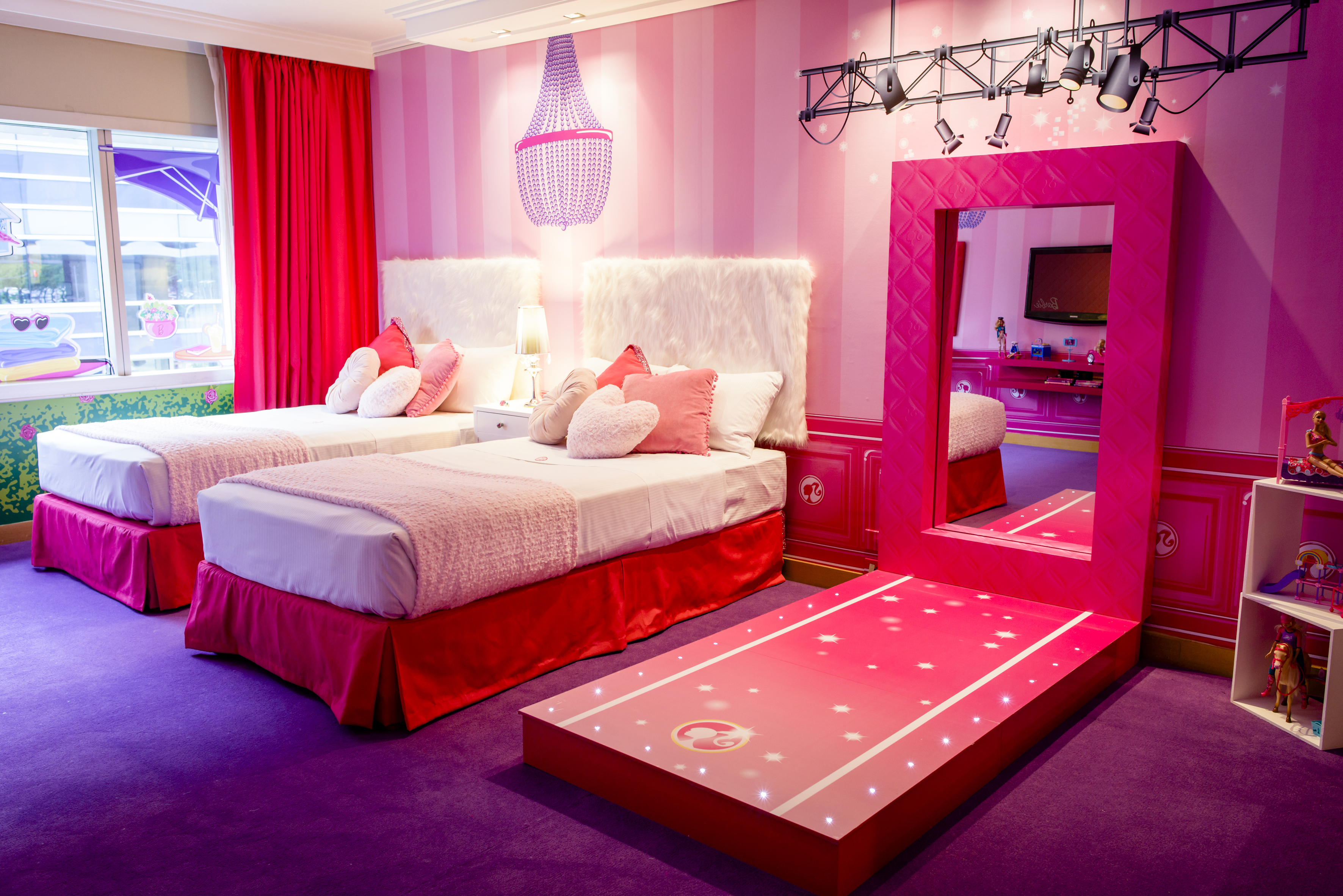 Dormitorio Barbie Barbie Tendrá Invitadas De Lujo En Su Suite Raspberry