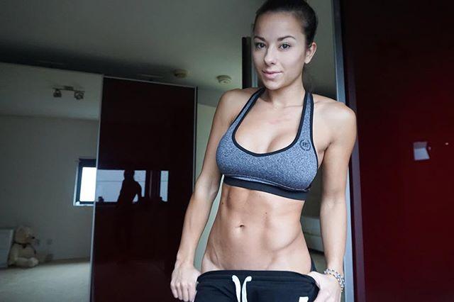 筋肉女321