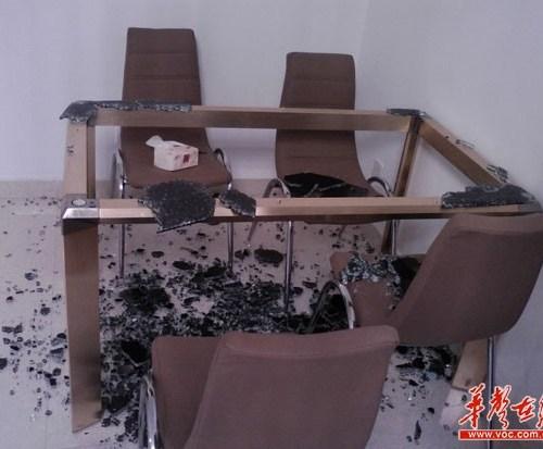 テーブル爆発