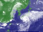 台風6号(気象衛星画像、2011年7月19日22時15分、気象庁)