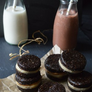 Raw Oreos, with a vanilla cream filling, and a layer of peanut butter, served with vanilla and chocolate coconut milkshakes.