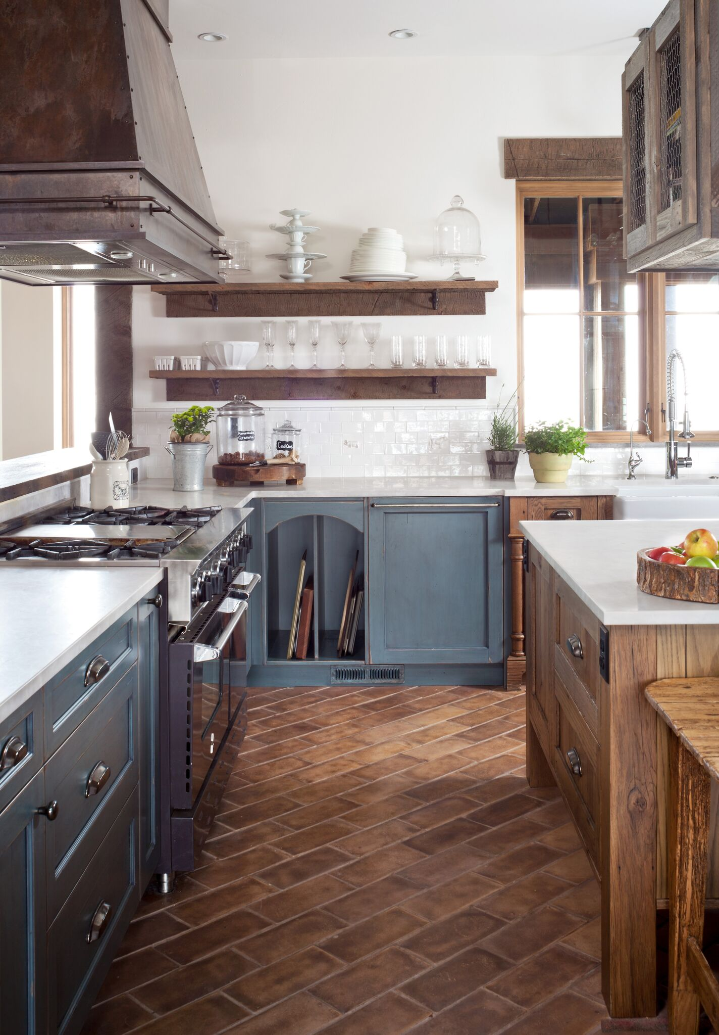 Aspen Rustic Cherry Kitchen Island Creede Range Hood In The Traditional Collection | Raw Urth