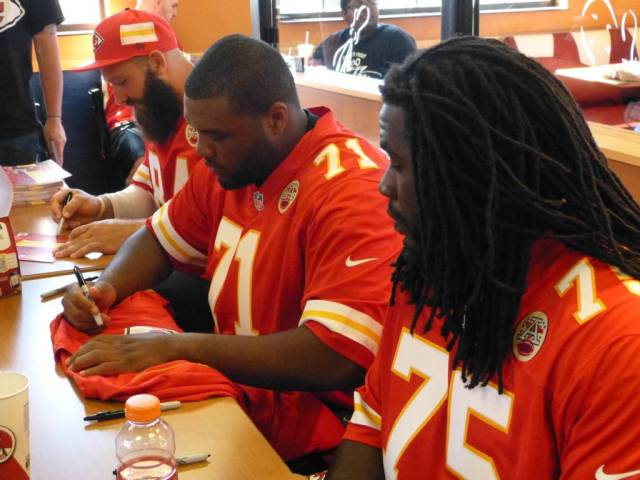 players signing1