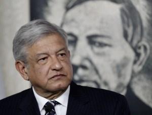 """Andrés Manuel López Obrador. Muy difícil que este """"izquierdista"""" corrupto e intolerante pueda cambiar el futuro de los mexicanos con el séquito de peligrosos bandidos que lo rodea."""