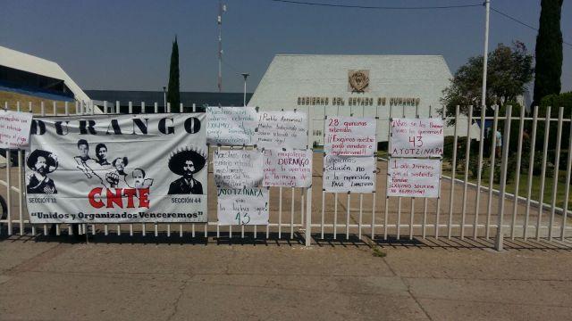 La SEED, nuevamente fue tomada por profesores en protesta por retención arbitraria de salarios.