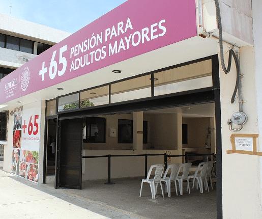 Todo un viacrucis significa para los adultos mayores de Durango cobrar su pensión en la SEDESOL.