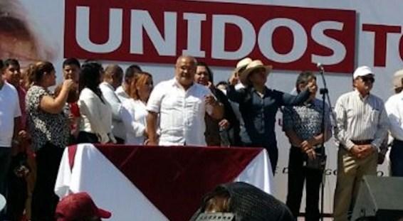 Al centro Avelino Méndez, corrupto delegado morenista de Xochimilco, acompañando a AMLO en Durango.