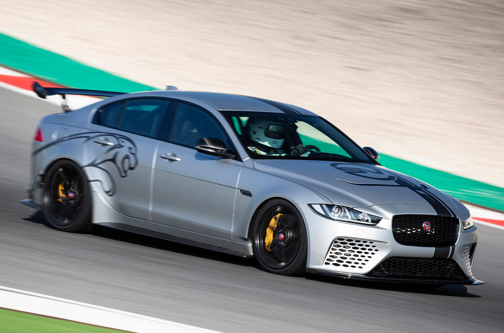 Jaguar Xe Sv Project 8 Jaguar Xe Sv Project 8 Testei A Berlina Mais Rápida Do Mundo