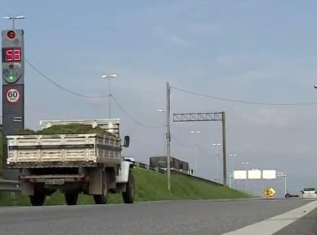 32 radares começam a multar nesta segunda na BR-101, em SC