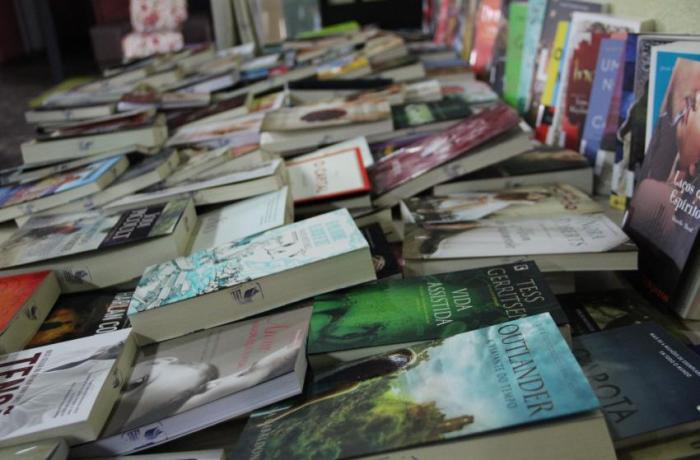 Biblioteca Rui Barbosa recebe mais de 240 livros