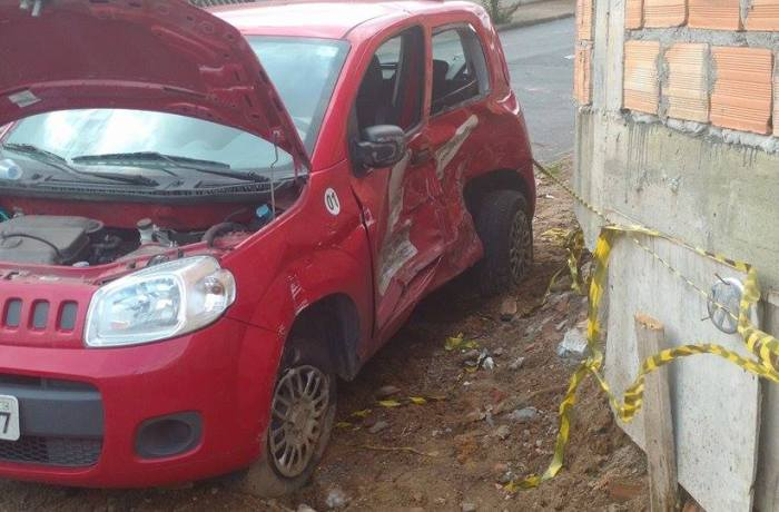 Colisão entre dois veículos em Jaraguá