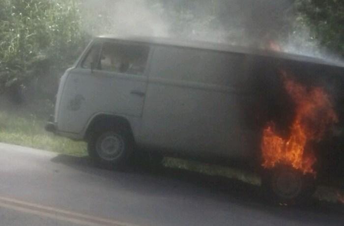 Incêndio em veículo na BR-280 em Jaraguá do Sul