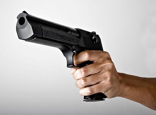 Jovem é baleado em posto de combustíveis em Guaramirim