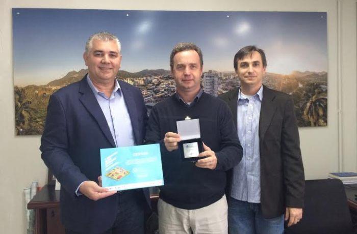 Prefeito recebe certificado de participação na etapa nacional do Prêmio Sebrae