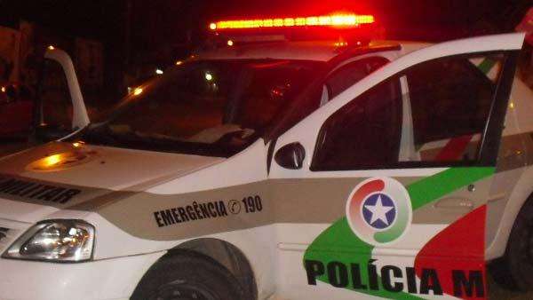 Motociclista em fuga bate na viatura da Polícia Militar em Guaramirim