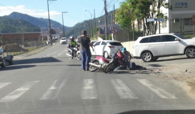 Acidente com moto nesta manhã na Nova Brasília