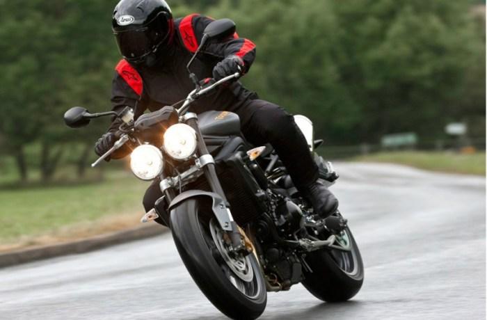 Capacete atrapalha motociclista que se envolve em acidente em Massaranduba