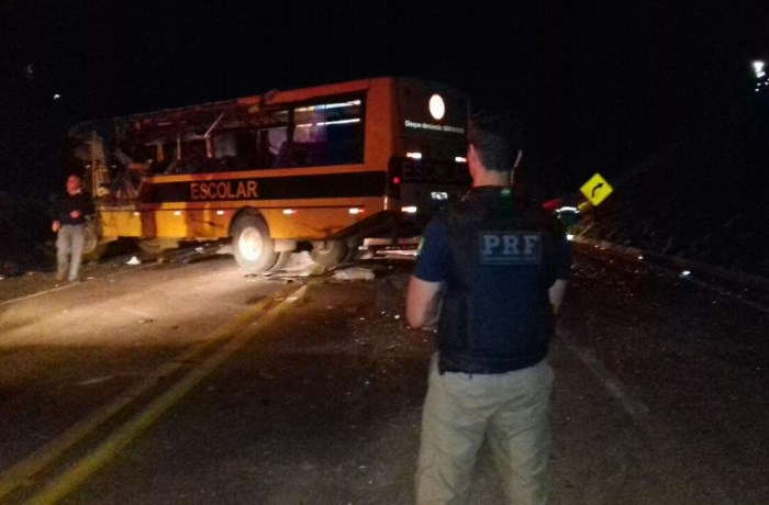 Acidente com ônibus de estudantes deixa um morto e vários feridos no Paraná