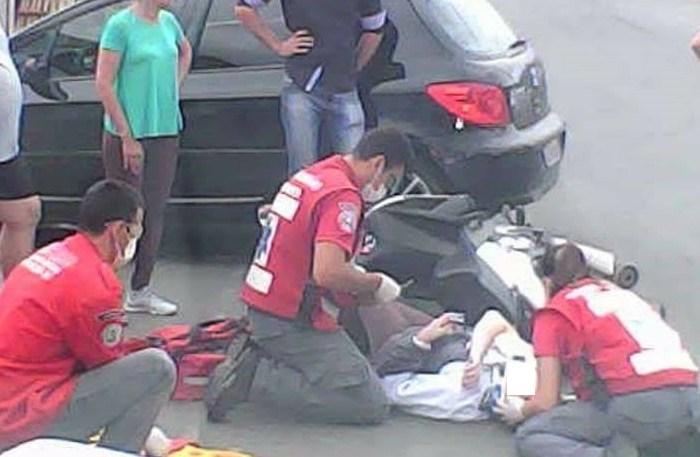 Mulher sofre acidente de moto em Schroeder