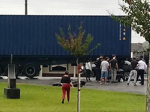 Acidente grave entre caminhão e motocicleta em Guaramirim