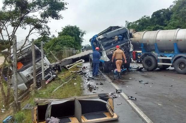Duas pessoas são hospitalizadas após acidente na SC-417, em Garuva