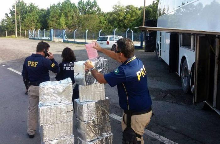 Ação conjunta PRF e Receita apreende 230 kg de cocaína e crack na BR 101 em Barra Velha