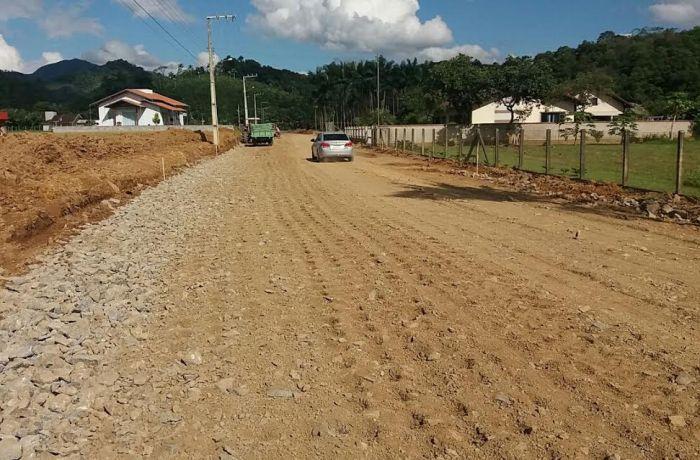 Secretaria de Obras trabalha na preparação de ruas para asfaltamento
