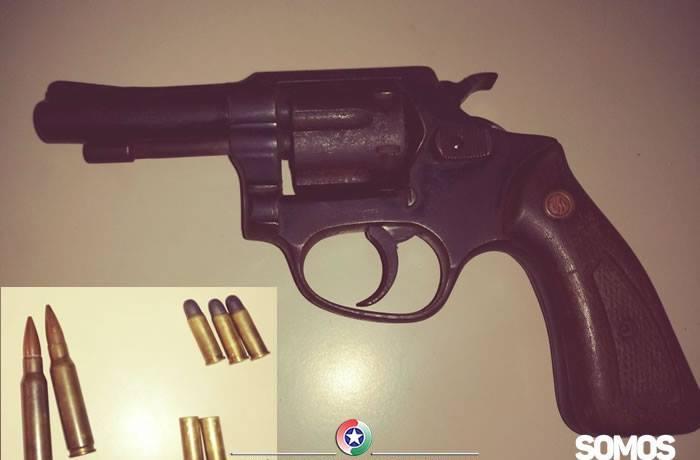 Revólver, foice, facão, faca: armas são encontradas com idoso em Schroeder