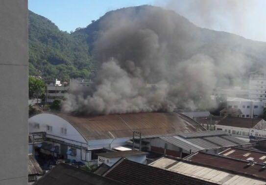 Incêndio atinge borracharia em Jaraguá do Sul