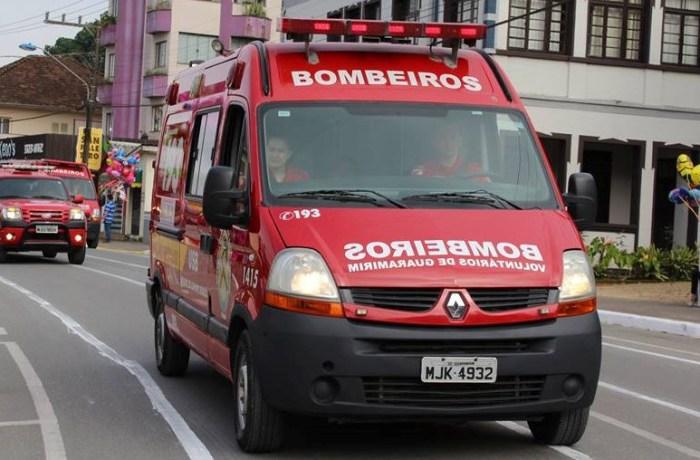 Acidente entre carro e caminhão deixa uma pessoa ferida em Guaramirim