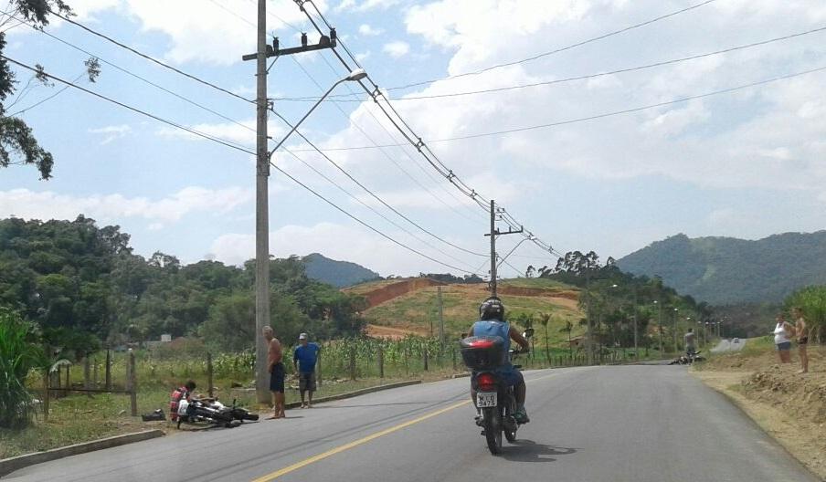 Duas motos colidiram no bairro Três Rios do Norte l Foto: Redes Sociais/RBN
