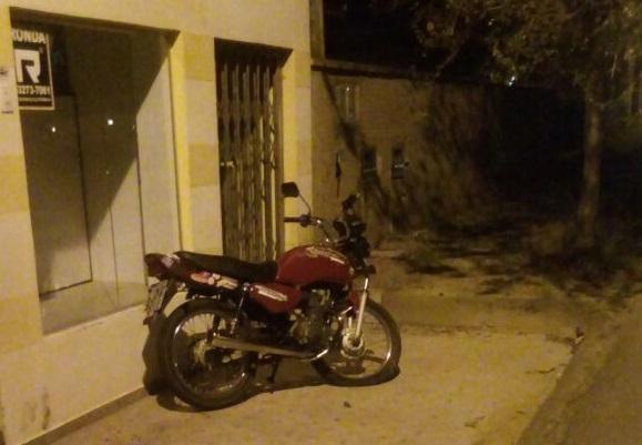 Jovem conduzia uma motocicleta quando ocorreu a batida l Foto: Redes Sociais/RBN