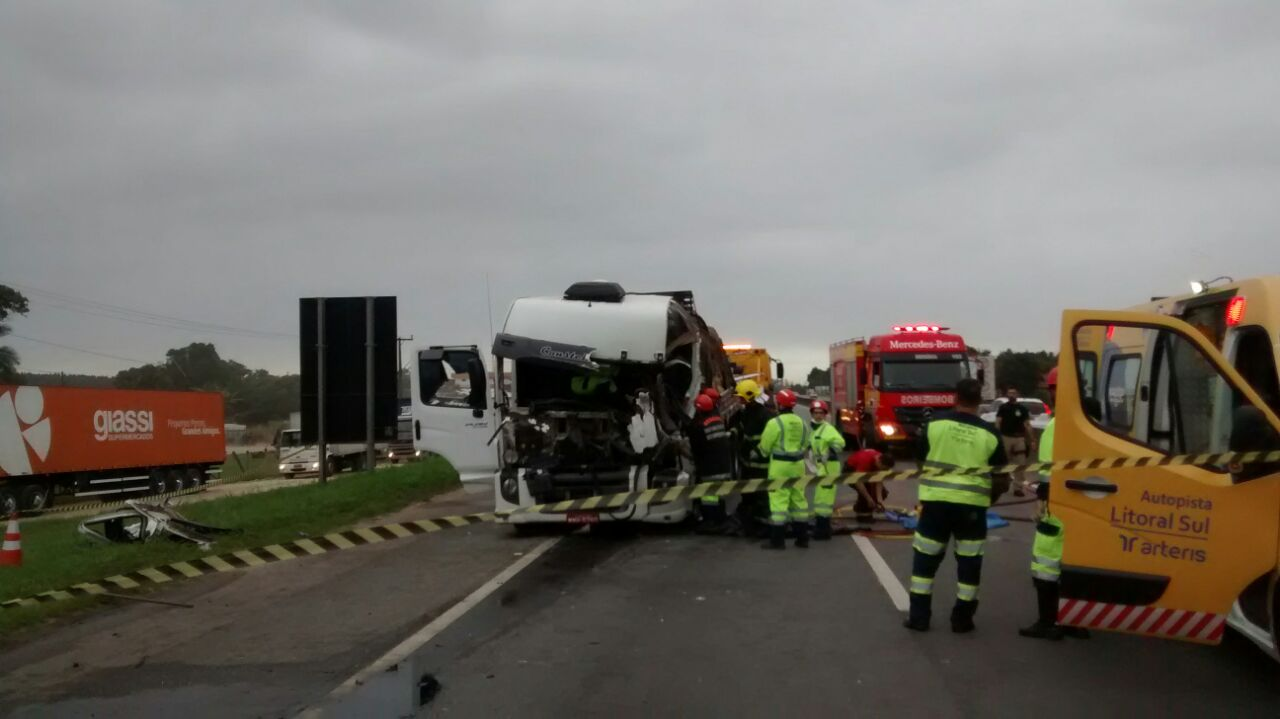 Pista sentido Norte ficou totalmente interditada após o acidente l Foto: PRF/Divulgação